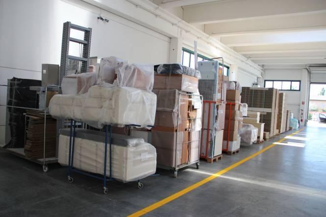 Custodia mobili e deposito for Magazzino mobili